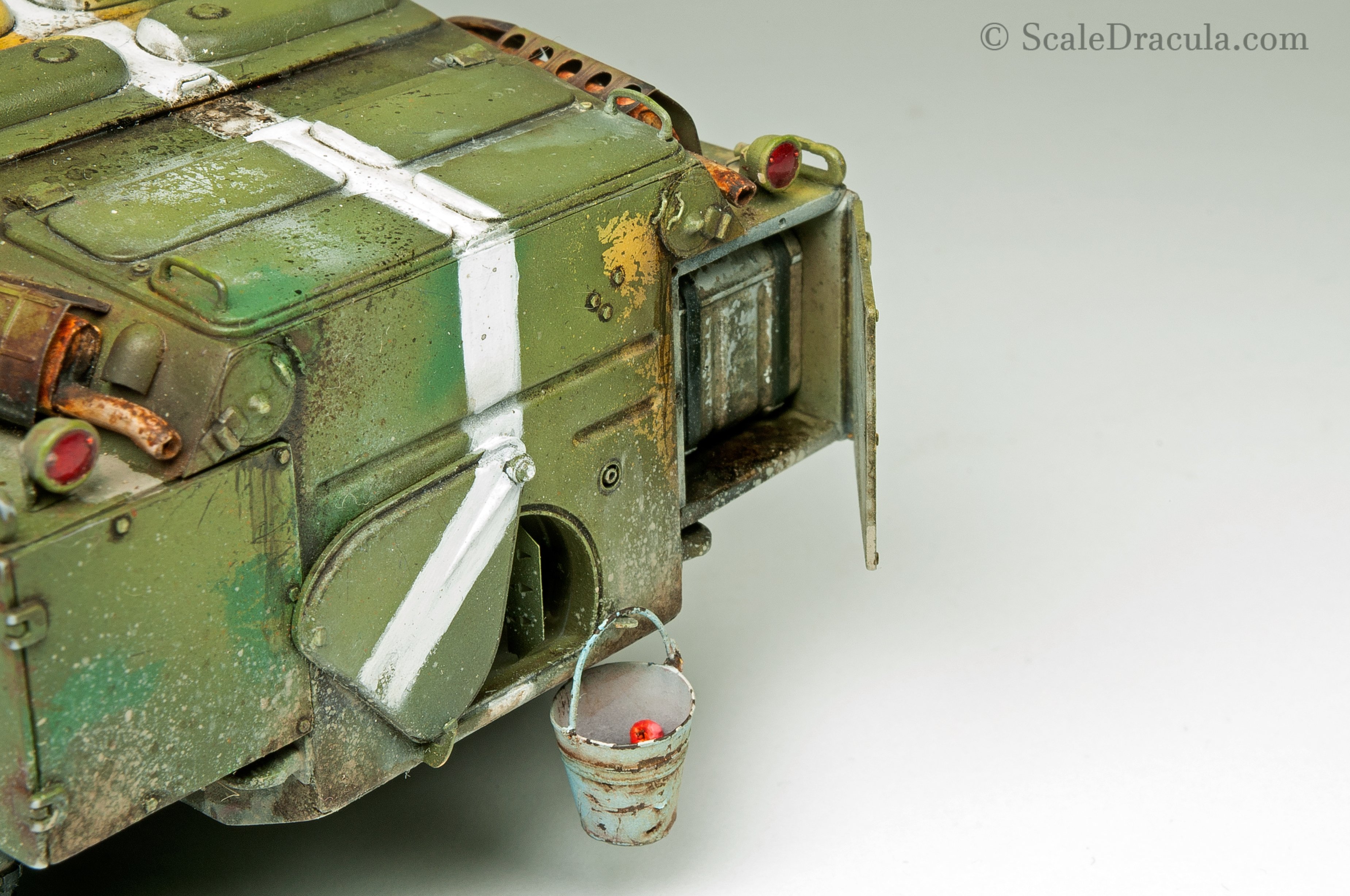Bucket of apples, BRDM-2 by Trumpeter